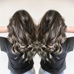 グラデーションカラー グレーアッシュ バレイヤージュ ギャル ヘアスタイルや髪型の写真・画像