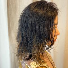 パーマ インナーカラー ニュアンスウルフ モード ヘアスタイルや髪型の写真・画像