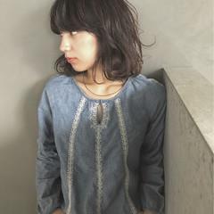 外国人風 暗髪 ミディアム パーマ ヘアスタイルや髪型の写真・画像