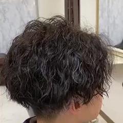 無造作パーマ メンズパーマ メンズ ツイスト ヘアスタイルや髪型の写真・画像