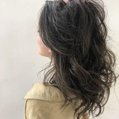 デート ハイライト オーガニックカラー グレージュ ヘアスタイルや髪型の写真・画像