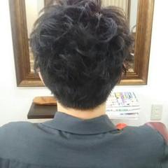 黒髪 束感 ナチュラル メンズ ヘアスタイルや髪型の写真・画像