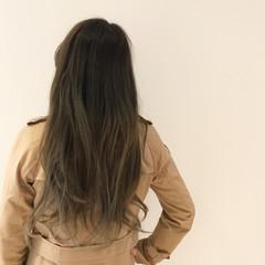 アッシュ シルバー グレー ロング ヘアスタイルや髪型の写真・画像