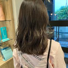 透明感カラー オリーブブラウン ミディアム ベージュ ヘアスタイルや髪型の写真・画像