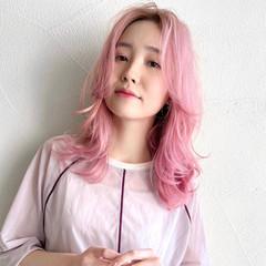 韓国 センターパート セミロング ガーリー ヘアスタイルや髪型の写真・画像