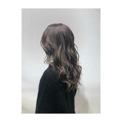ハイライト ナチュラル 透明感 ミルクティーベージュ ヘアスタイルや髪型の写真・画像