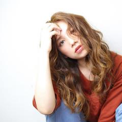 ラフ 波ウェーブ グラデーションカラー ガーリー ヘアスタイルや髪型の写真・画像