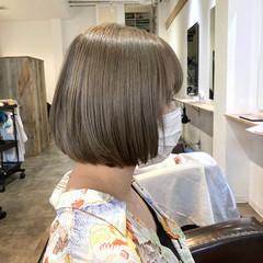ミニボブ ブリーチ ヌーディベージュ 切りっぱなしボブ ヘアスタイルや髪型の写真・画像