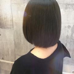 デート オフィス イルミナカラー ボブ ヘアスタイルや髪型の写真・画像