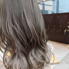 ベージュ レイヤースタイル ブリーチなし アッシュベージュ ヘアスタイルや髪型の写真・画像