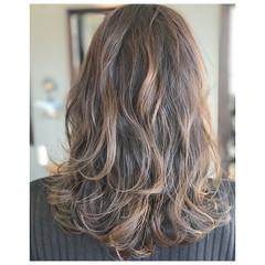 ハイライト グレージュ 冬 アッシュ ヘアスタイルや髪型の写真・画像