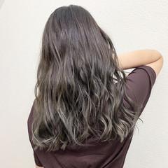 ストリート シルバーアッシュ グレージュ ブリーチ ヘアスタイルや髪型の写真・画像