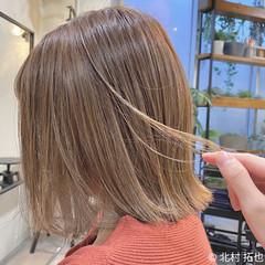 シアーベージュ ボブ 極細ハイライト ナチュラル ヘアスタイルや髪型の写真・画像