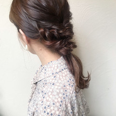 ミディアム アッシュグレー 簡単ヘアアレンジ ガーリー ヘアスタイルや髪型の写真・画像