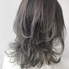 ナチュラル ブリーチ セミロング バレイヤージュ ヘアスタイルや髪型の写真・画像