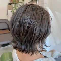 アッシュグレージュ 外ハネボブ インナーカラー フェミニン ヘアスタイルや髪型の写真・画像
