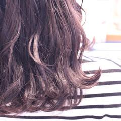 ゆるふわ アッシュ 波ウェーブ グレージュ ヘアスタイルや髪型の写真・画像