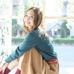大人かわいい くせ毛風 ミディアム フェミニン ヘアスタイルや髪型の写真・画像