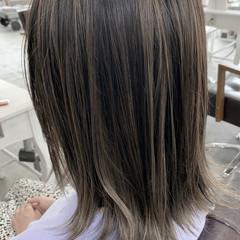 ミディアム コントラストハイライト バレイヤージュ ナチュラル ヘアスタイルや髪型の写真・画像
