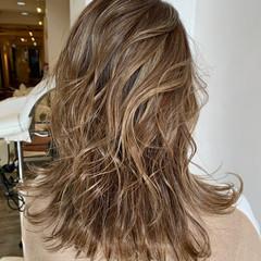 ナチュラル ハイライト インナーカラー ミディアム ヘアスタイルや髪型の写真・画像