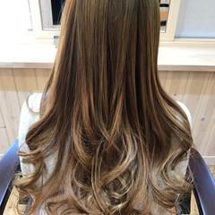 フェミニン ロング 外国人風カラー 3Dカラー ヘアスタイルや髪型の写真・画像
