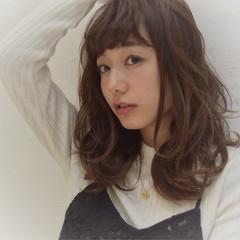 セミロング 色気 ゆるふわ 斜め前髪 ヘアスタイルや髪型の写真・画像