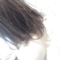 ミディアム ストリート ハイライト 暗髪 ヘアスタイルや髪型の写真・画像