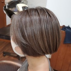 ナチュラル ショートボブ 切りっぱなしボブ ミニボブ ヘアスタイルや髪型の写真・画像