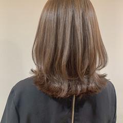 ナチュラル デジタルパーマ 透明感カラー ミディアムレイヤー ヘアスタイルや髪型の写真・画像