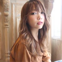ロング リラックス 透明感 パーマ ヘアスタイルや髪型の写真・画像