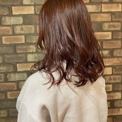 イルミナカラー スロウ ピンクブラウン ナチュラル ヘアスタイルや髪型の写真・画像
