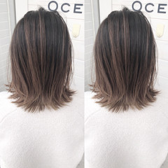 グラデーションカラー 切りっぱなし バレイヤージュ ミディ ヘアスタイルや髪型の写真・画像