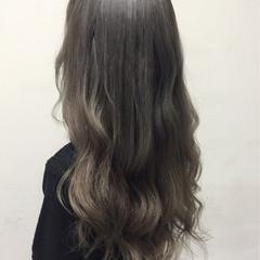 アッシュグレー アッシュ グレージュ 外国人風 ヘアスタイルや髪型の写真・画像
