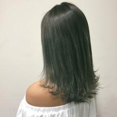 アッシュ 外国人風 グレージュ セミロング ヘアスタイルや髪型の写真・画像