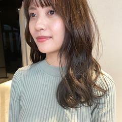 ロング 韓国ヘア ナチュラル シルバーアッシュ ヘアスタイルや髪型の写真・画像