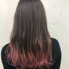 ストリート ロング ピンク レッド ヘアスタイルや髪型の写真・画像