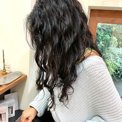 外国人風 ナチュラル スパイラルパーマ 波ウェーブ ヘアスタイルや髪型の写真・画像