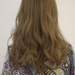 ハイトーン ブルージュ アッシュ コンサバ ヘアスタイルや髪型の写真・画像