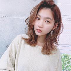 ミディアム 韓国風ヘアー フェミニン レイヤーカット ヘアスタイルや髪型の写真・画像