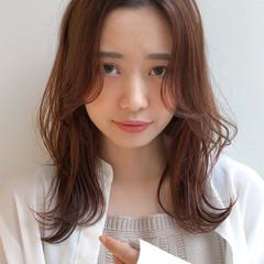 アンニュイほつれヘア ミディアムレイヤー ミディアム オフィス ヘアスタイルや髪型の写真・画像