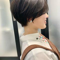 ショート 切りっぱなしボブ フェミニン ショートヘア ヘアスタイルや髪型の写真・画像
