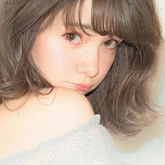 前髪あり ハイライト フェミニン ミディアム ヘアスタイルや髪型の写真・画像