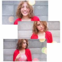 ミディアム くせ毛風 ストリート ウェーブ ヘアスタイルや髪型の写真・画像