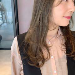 アンニュイほつれヘア 春ヘア レイヤーカット オリーブベージュ ヘアスタイルや髪型の写真・画像