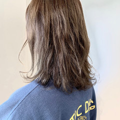 アッシュグレージュ カーキアッシュ 簡単スタイリング ガーリー ヘアスタイルや髪型の写真・画像