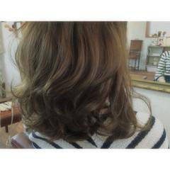 外国人風 グレージュ ブリーチ ミディアム ヘアスタイルや髪型の写真・画像