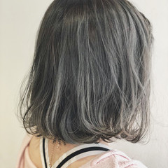 ボブ グレージュ ナチュラル 切りっぱなしボブ ヘアスタイルや髪型の写真・画像