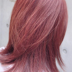 レッド ブリーチなし ミディアム ベリーピンク ヘアスタイルや髪型の写真・画像