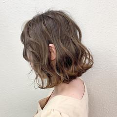 ブリーチ ボブ グレージュ ミルクティー ヘアスタイルや髪型の写真・画像