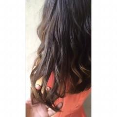 グレージュ ナチュラル ハイライト ロング ヘアスタイルや髪型の写真・画像